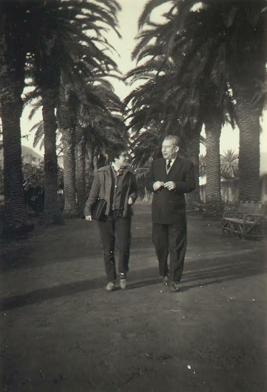 NivariaTejera, en el Camino Largo (La Laguna), junto a Pedro García Cabrera (1957)