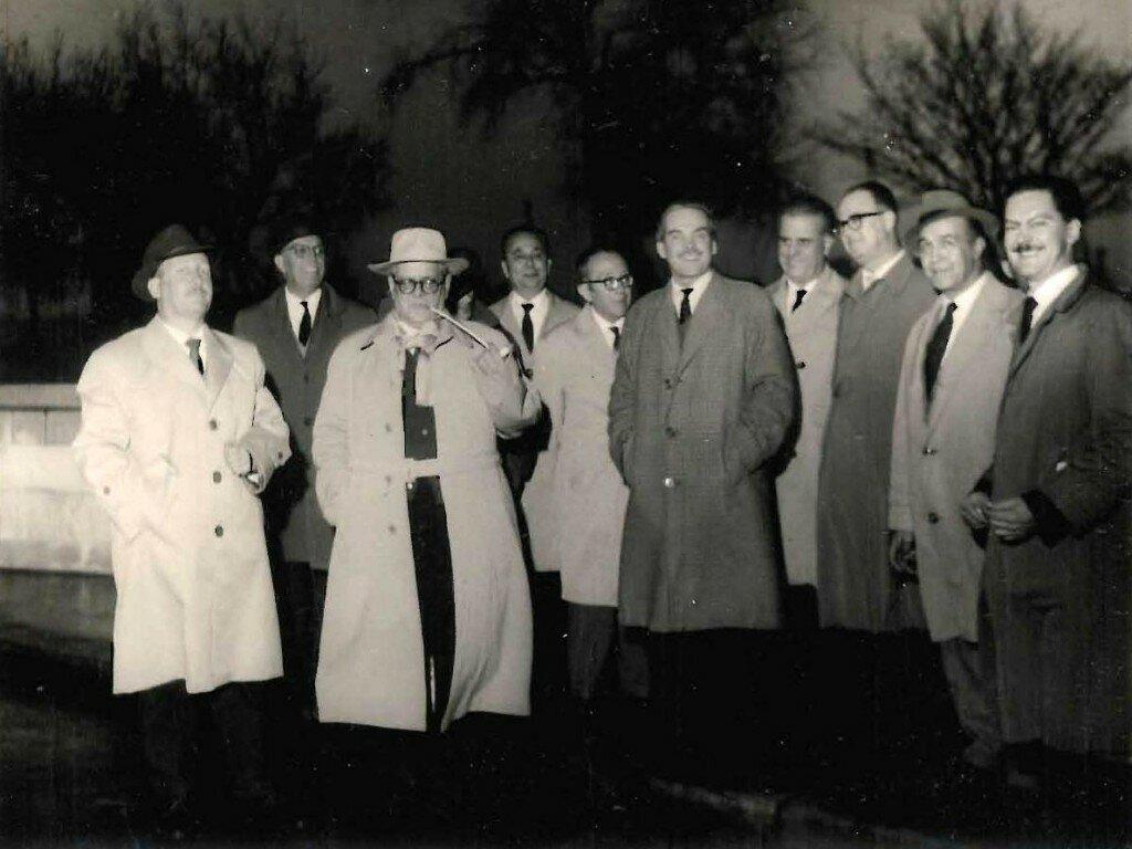Pedro Perdomo Acedo (tercero de la izquierda). En Londres. Viajeros de la inaguración de la línea Gran Canaria - Londres en 1967.